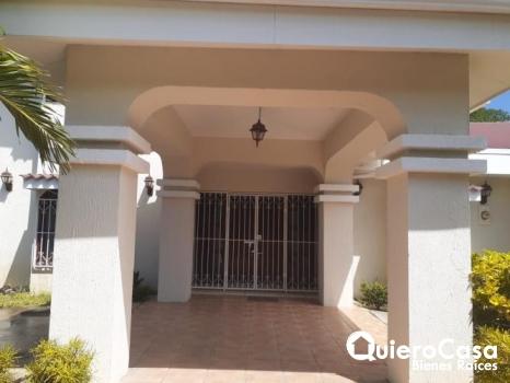 Renta de Hermosa Casa en Lomas de Monserrat. CK0344