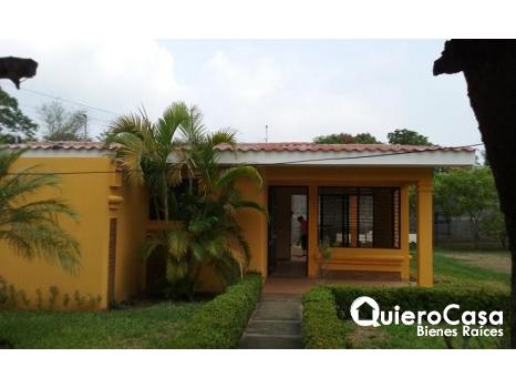 Casa en venta con amplia �rea verde.