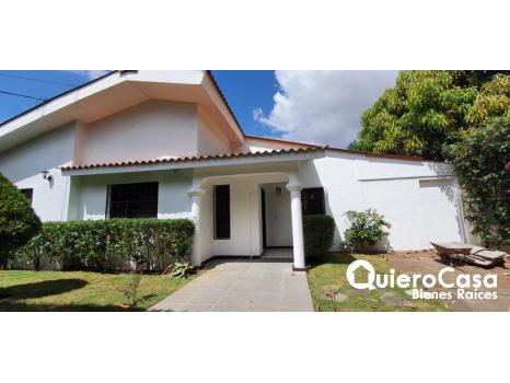 Casa en venta y renta en villa Fontana