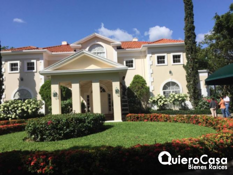 Se vende mansion en villa Fontana