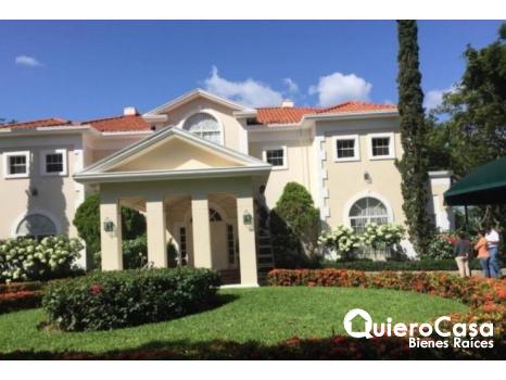 Preciosa mansion en renta en villa Fontana