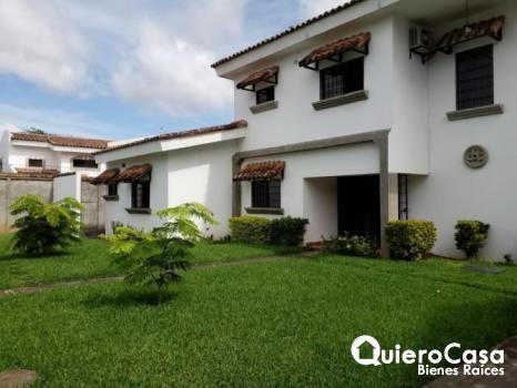 Casa en renta en la Estancia de Santo Domingo