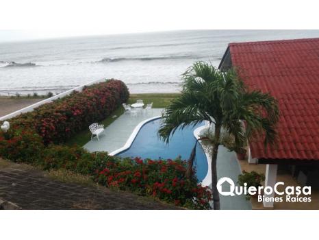 Casa en venta frente al mar en Casares