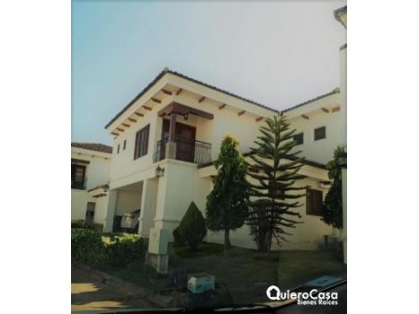 Hermosa y amplia residencia en renta