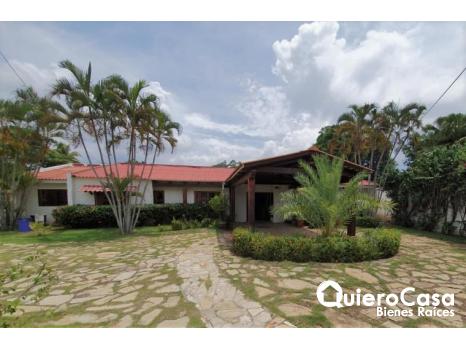 Hermosa casa semiamueblada en renta en Santo Domingo