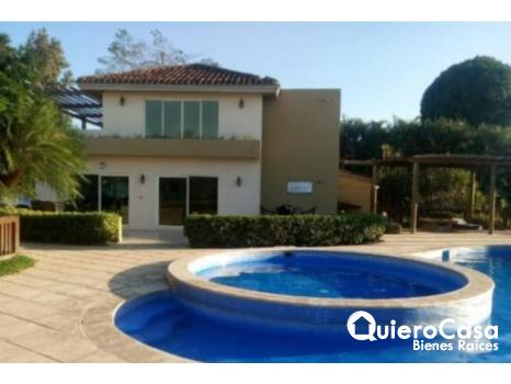 Preciosa casa en renta en Las Colinas