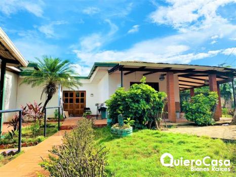Preciosa casa en venta en Los Robles
