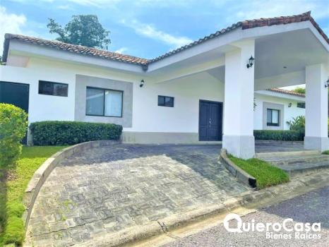 Preciosa propiedad en renta en La Estancias de Santo Domingo