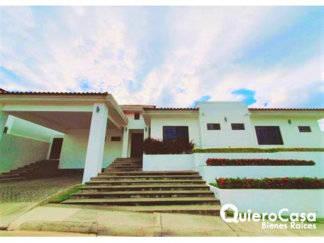 Espectacular casa en renta en Santa Lucía