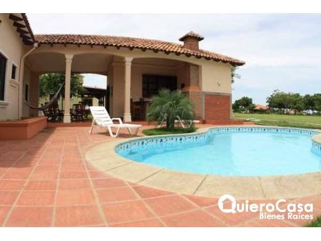 Se vende casa en Gran pacifica con hermosa piscina