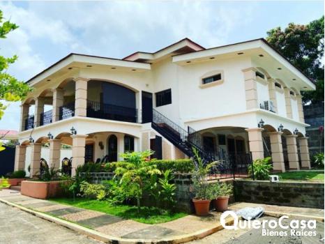 Preciosa casa en carretera Vieja a Le�n