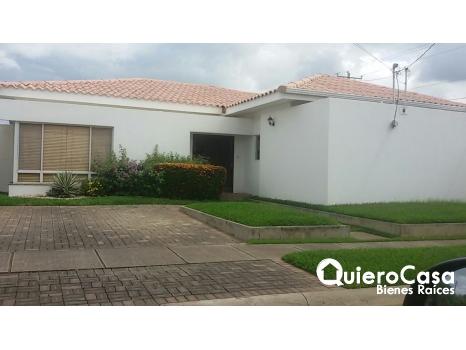 Venta / Renta de acogedora casa en Las Colinas